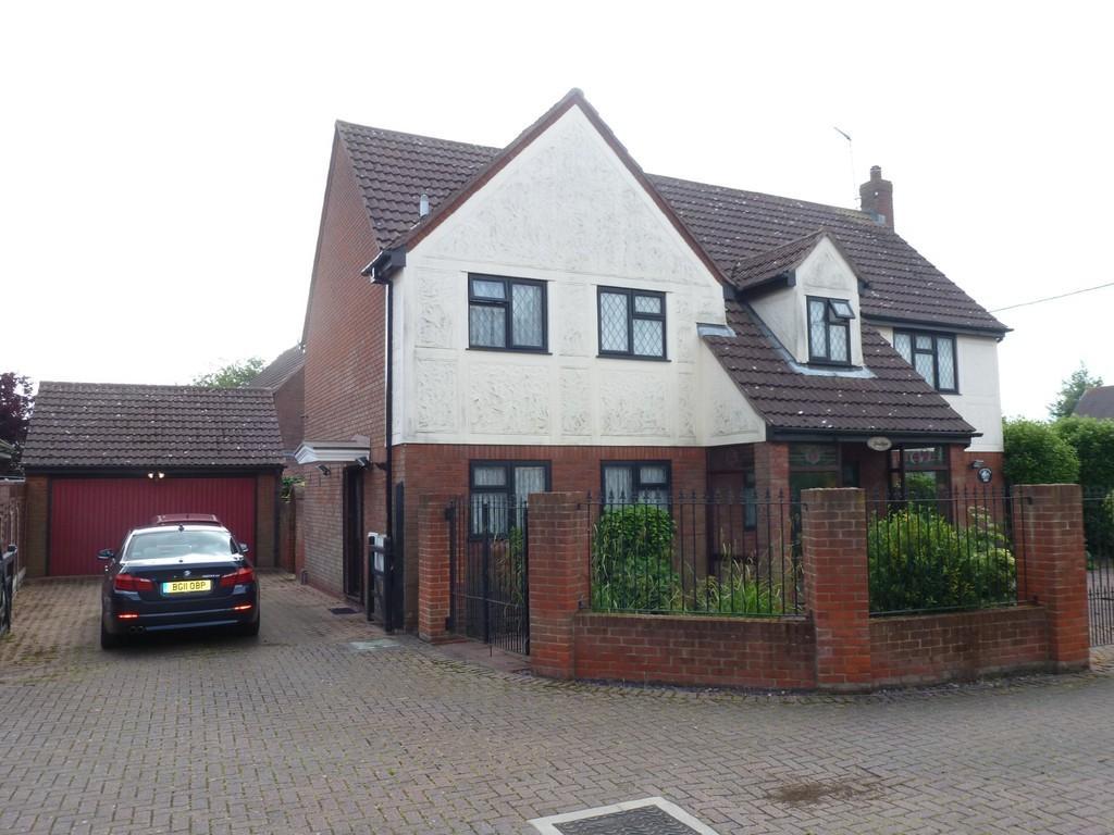 4 Bedrooms Detached House for sale in Goldhanger Road, Heybridge
