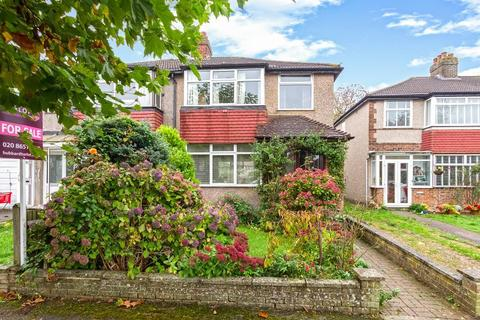 3 bedroom semi-detached house for sale - Hamsey Green Gardens, Warlingham, Surrey, CR6 9RQ