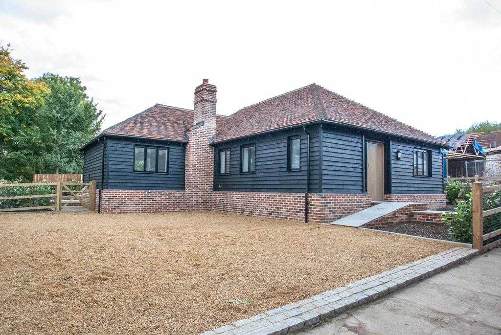 3 Bedrooms Detached Bungalow for sale in Bassett Lodge, Magpie Lane, Little Warley, Brentwood, Essex, CM13