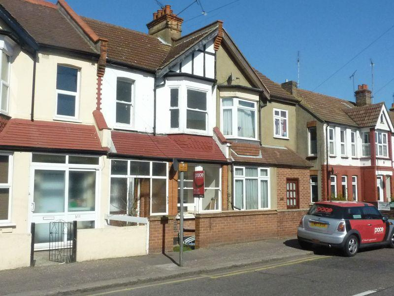 3 Bedrooms Terraced House for sale in Fairfax Drive, Westcliff-On-Sea