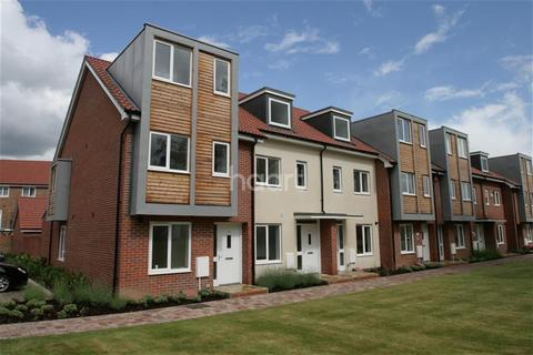 3 bedroom terraced house to rent - John Hunt Drive