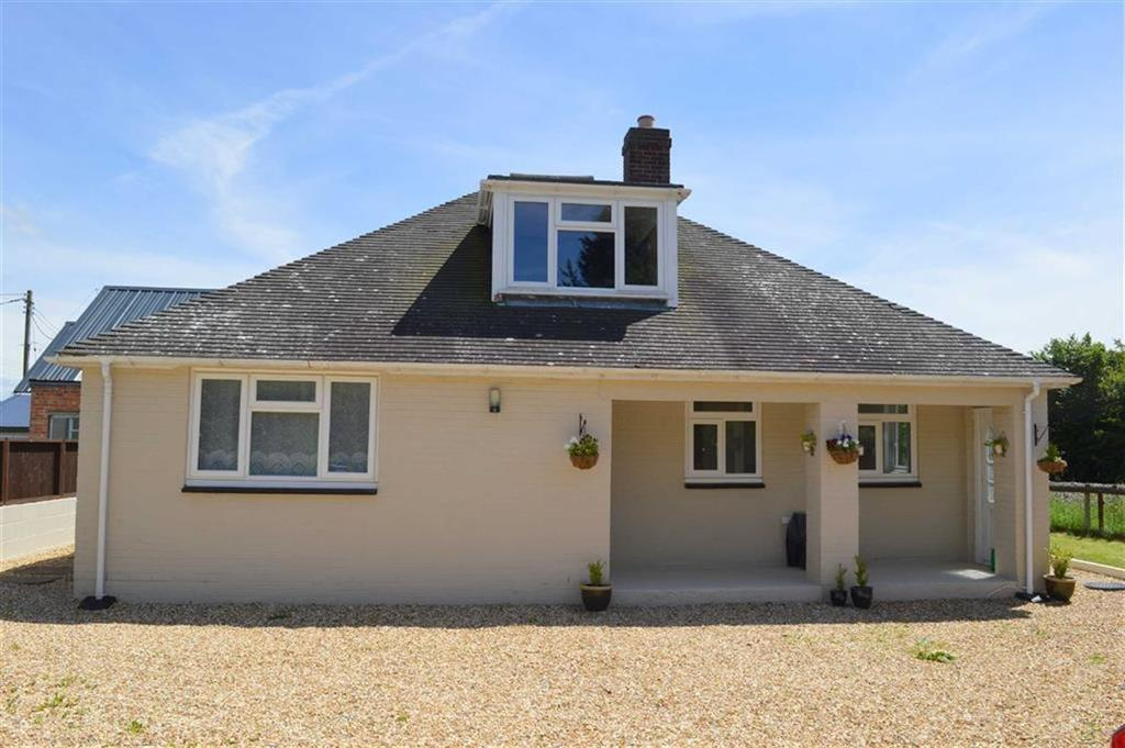3 Bedrooms Detached Bungalow for sale in The Garage Bungalow, Carno Road, Caersws, Powys, SY17