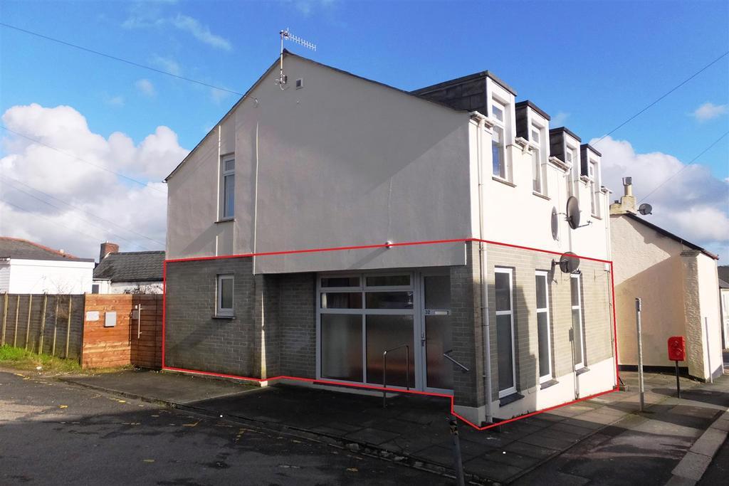 1 Bedroom Flat for sale in Truro
