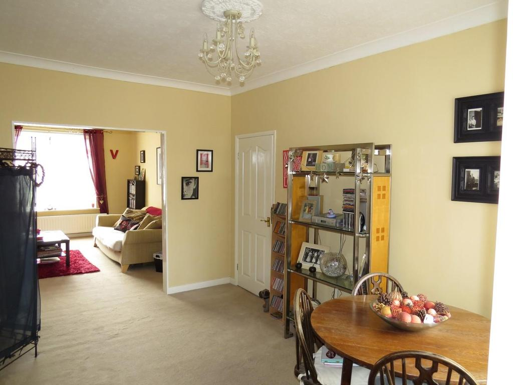 2 Bedrooms Flat for sale in Hawthorn Road, Ashington