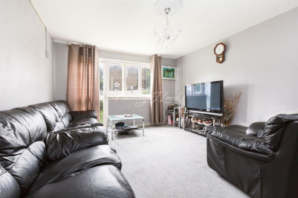 2 Bedrooms Flat for sale in The Beckers, Rectory Road, N16