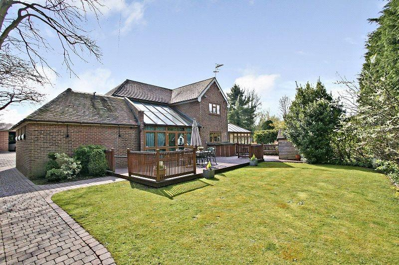 4 Bedrooms Detached House for sale in Occupation Lane, Roydon, Essex, CM19