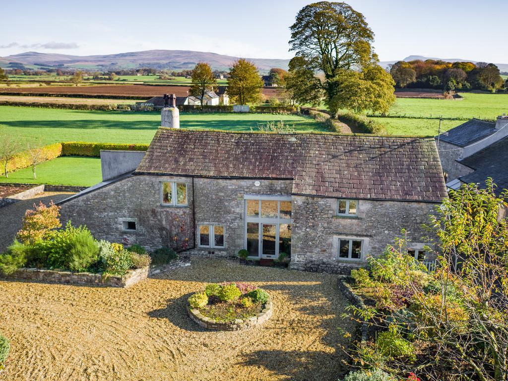 4 Bedrooms Barn Conversion Character Property for sale in Back Lane Farm, Back Lane, Tunstall, Lancashire, LA6 2QQ