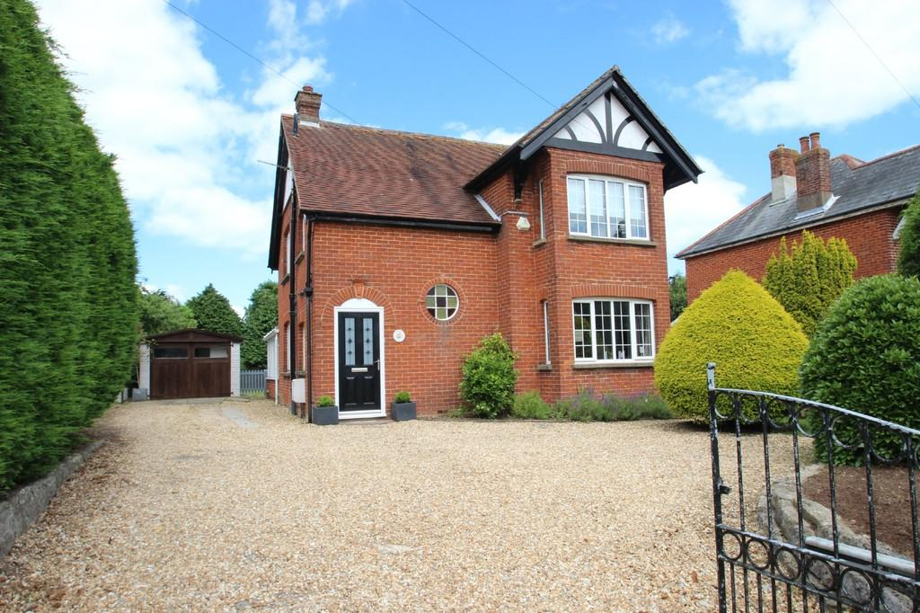 3 Bedrooms Detached House for sale in High Street, Wootton Bridge