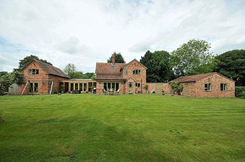 5 Bedrooms Detached House for sale in Oak House, Aston By Budworth