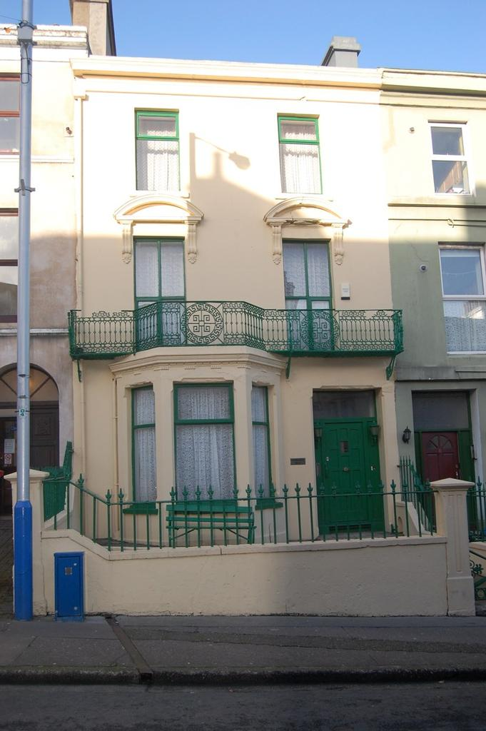 9 Bedrooms Terraced House for sale in 9 Windsor Road, Douglas, IM1 3LD
