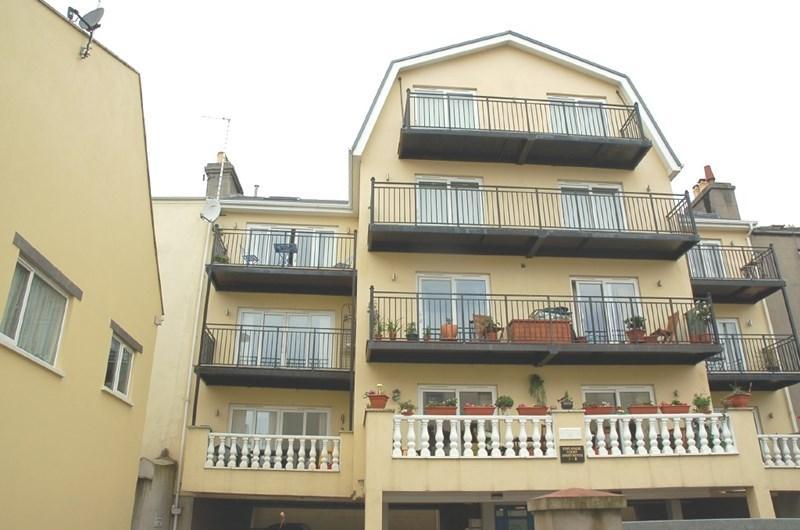 2 Bedrooms Apartment Flat for sale in Apartment 1, Esplanade Court, Central Promenade, Douglas, IM2 4LP