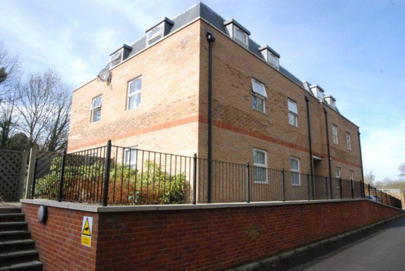 2 Bedrooms Apartment Flat for rent in Summer Crossing, Thames Ditton