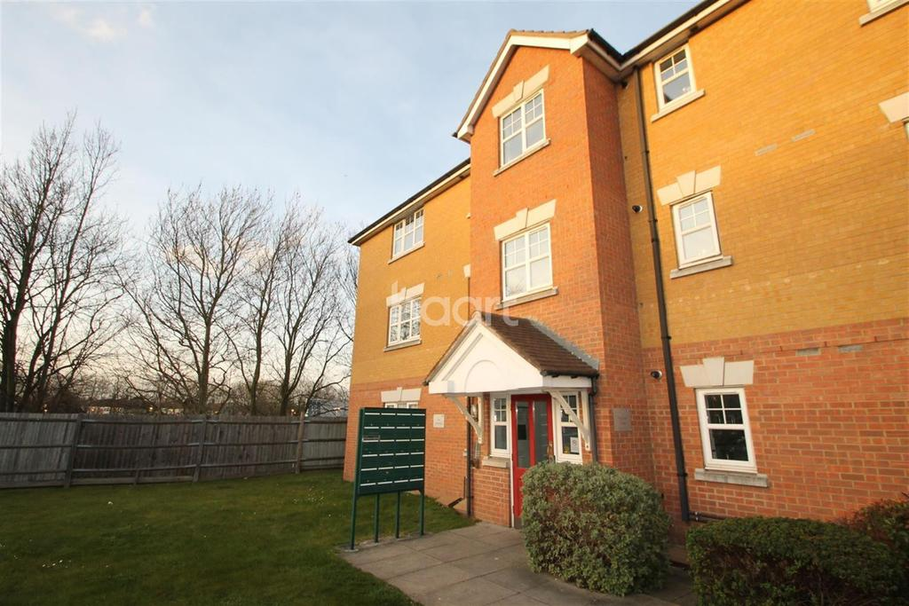 2 Bedrooms Flat for sale in Heathside Close