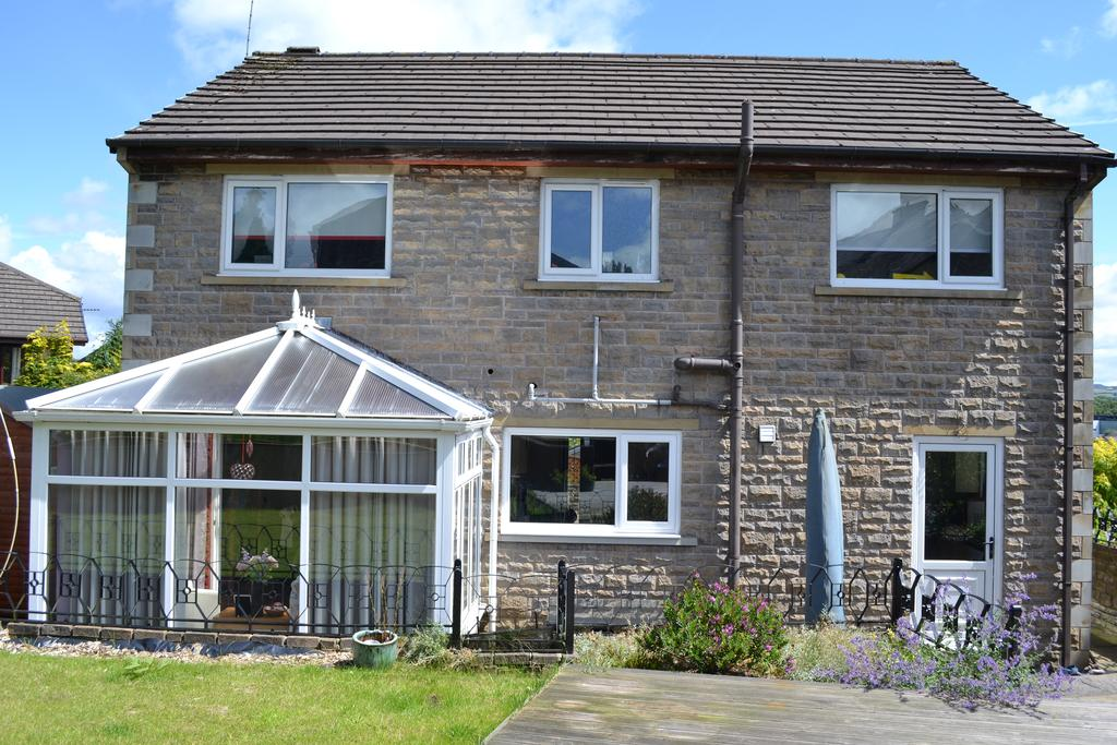 5 Bedrooms Detached House for sale in Dixon Street, Barrowford BB9