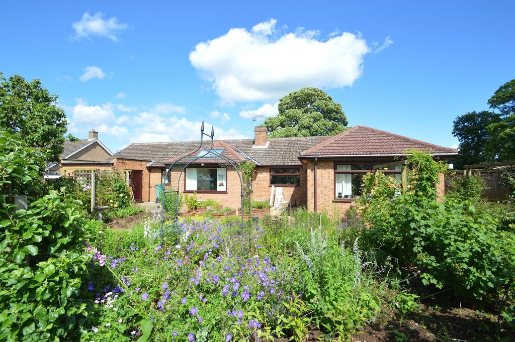 3 Bedrooms Detached Bungalow for sale in West Knapton, Malton YO17
