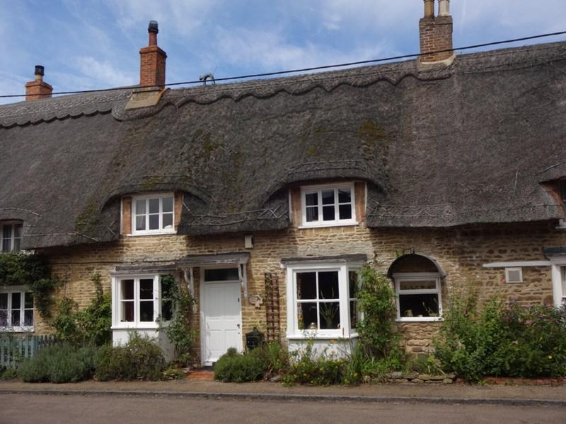 3 Bedrooms Cottage House for sale in Sudborough, NN14