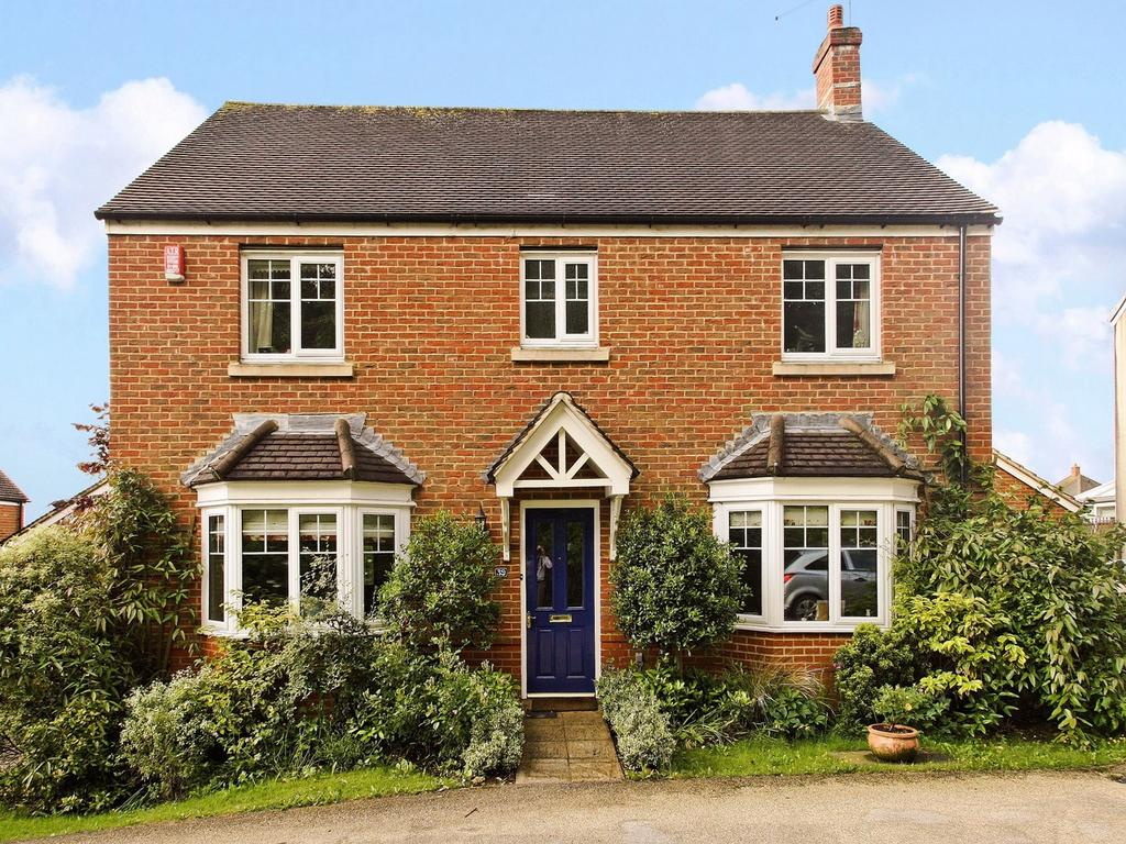 4 Bedrooms Detached House for sale in Connaught Way, ALTON, Hampshire