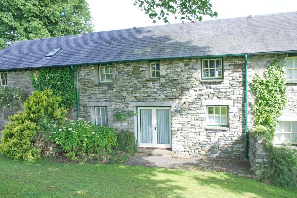 3 Bedrooms Barn Conversion Character Property for sale in 2 Lane Foot Farm, Windermere Road, Kendal, Cumbria LA9 5RY
