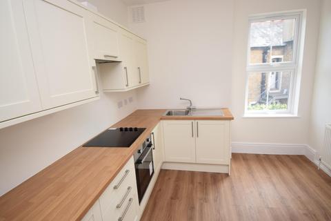 1 bedroom flat to rent - High Street, Burnham, SL1