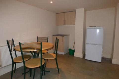 2 bedroom terraced house to rent - Shafton Place, Holbeck, LS11 9LT