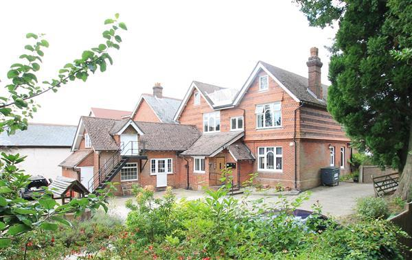 2 Bedrooms Apartment Flat for sale in Harlequin House, Crossways Road, Grayshott