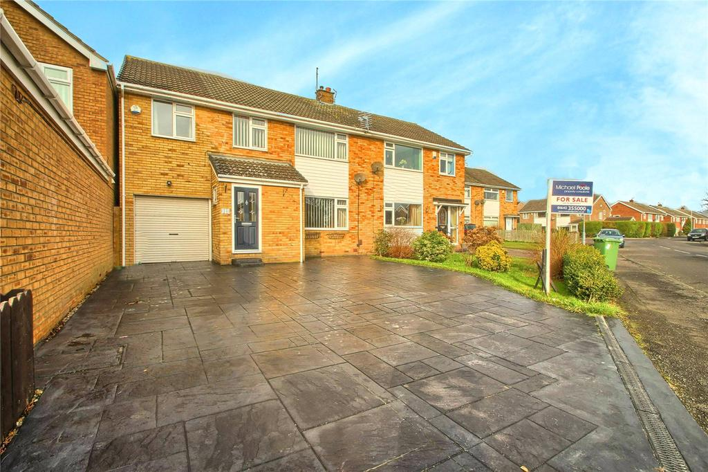 4 Bedrooms Semi Detached House for sale in Langthorne Grove, Hartburn