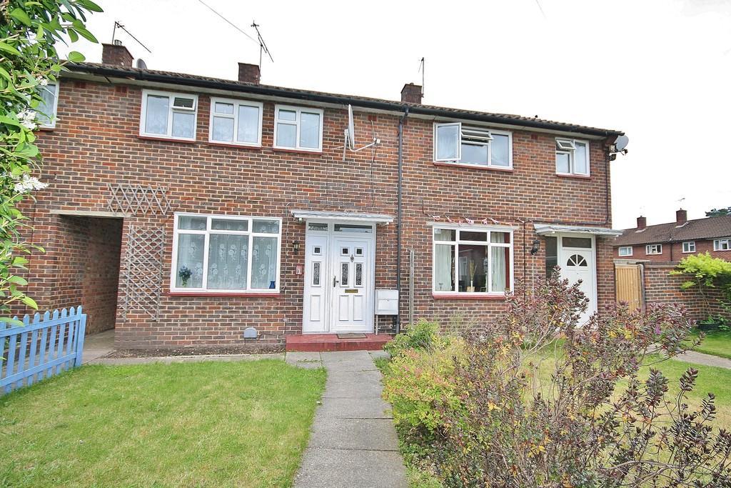 3 Bedrooms Terraced House for sale in Sheerwater, Surrey