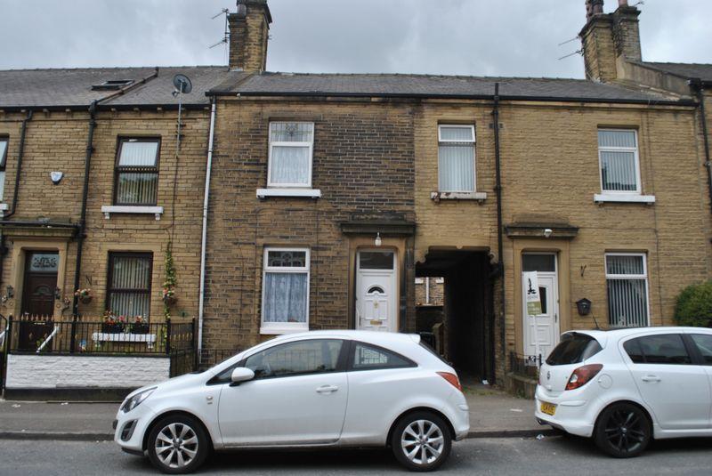 2 Bedrooms Terraced House for sale in West Park Road, Girlington, BD8 9SJ