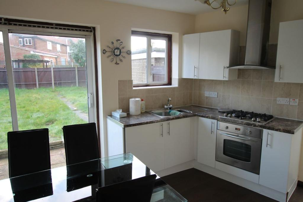 4 Bedrooms Semi Detached House for sale in Pennine Drive