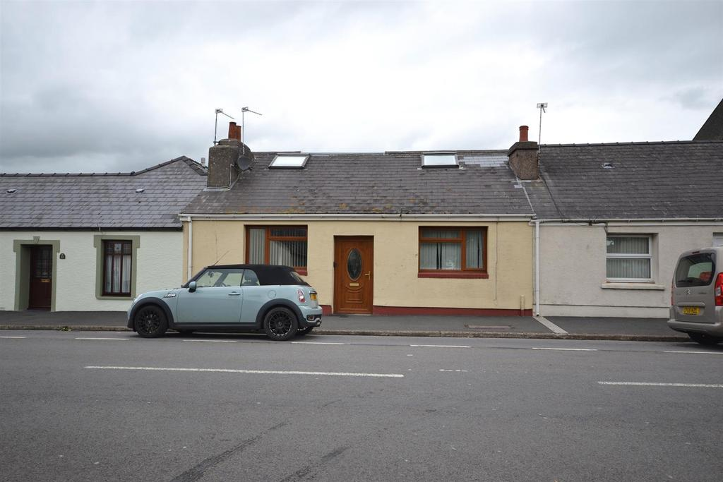 3 Bedrooms Cottage House for sale in High Street, Pembroke Dock
