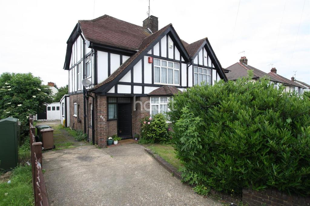 3 Bedrooms Semi Detached House for sale in Traditional family home