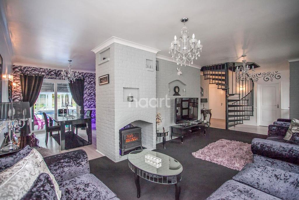 5 Bedrooms Detached House for sale in Bedford Road
