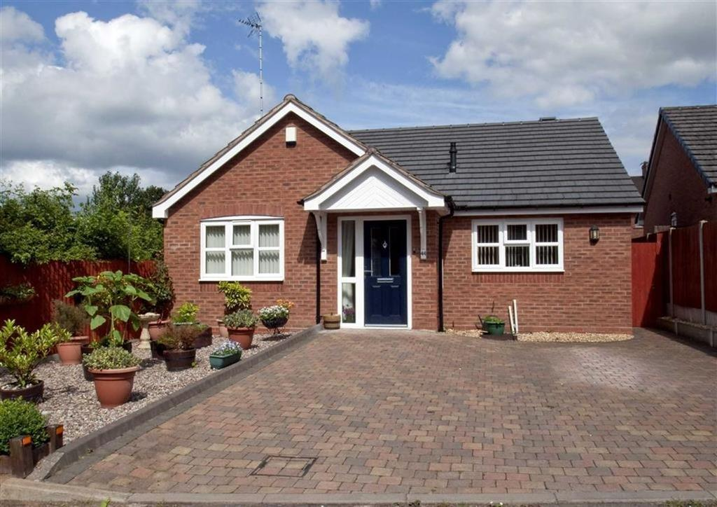 2 Bedrooms Detached Bungalow for sale in 44, The Longlands, Wombourne, Wolverhampton, South Staffordshire, WV5