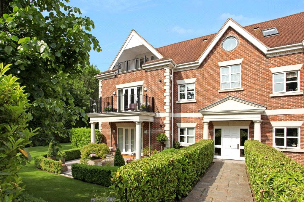 2 Bedrooms Flat for sale in Dorchester Mansions, Cross Road, Sunningdale, Berkshire, SL5