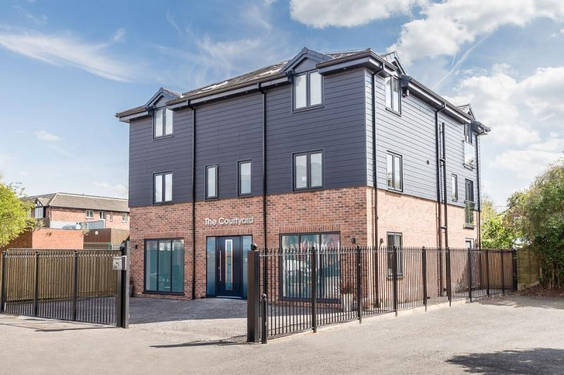 2 Bedrooms Flat for sale in Park Lane, Poynton, SK12