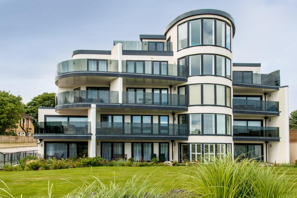 3 Bedrooms Flat for sale in The Quarterdeck, 3 Boscombe Overcliff Drive, Bournemouth, Dorset, BH5