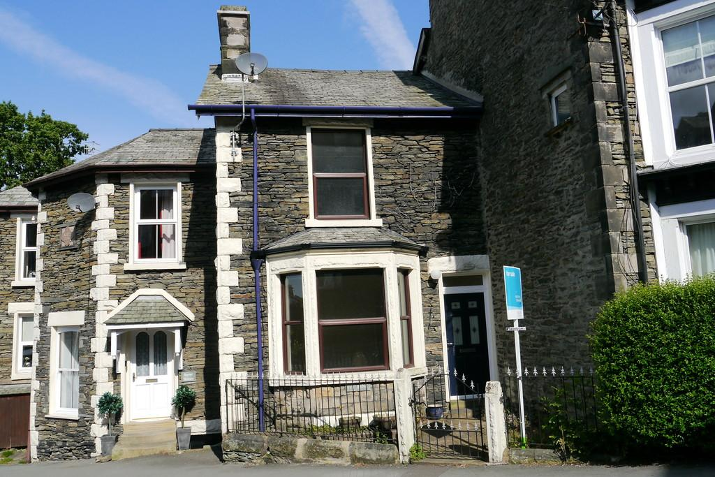 4 Bedrooms Terraced House for sale in 86 Craig Walk, Windermere, LA23 2JS
