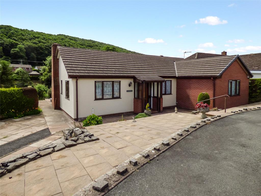 3 Bedrooms Detached Bungalow for sale in Millfield Close, Knighton, Powys