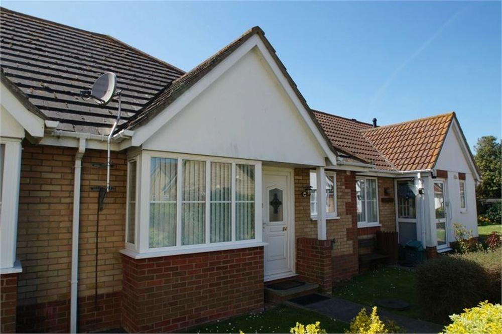 2 Bedrooms Terraced Bungalow for sale in Lyon Close, CLACTON-ON-SEA, Essex