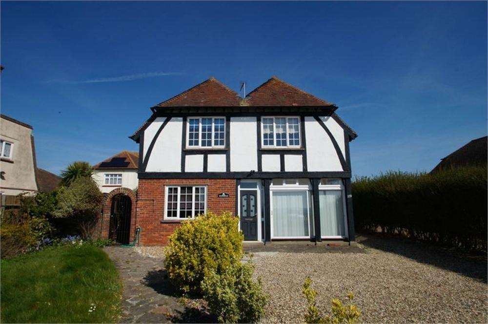 5 Bedrooms Detached House for sale in Marine Parade East, CLACTON-ON-SEA, Essex
