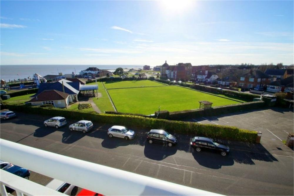 2 Bedrooms Flat for sale in Collingwood Green, Collingwood Road, CLACTON-ON-SEA, Essex
