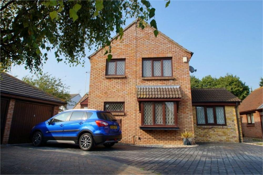 3 Bedrooms Detached House for sale in Lodge Close, CLACTON-ON-SEA, Essex
