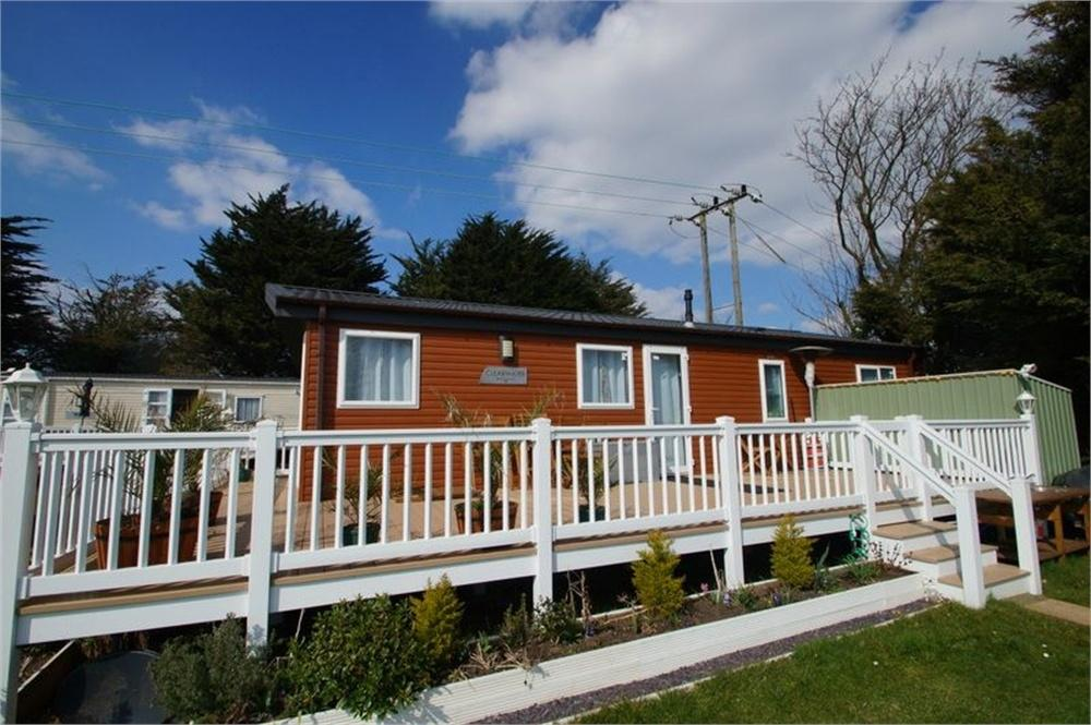 2 Bedrooms Park Home Mobile Home for sale in Valley Farm Camping Ground Ltd, CLACTON-ON-SEA, Essex