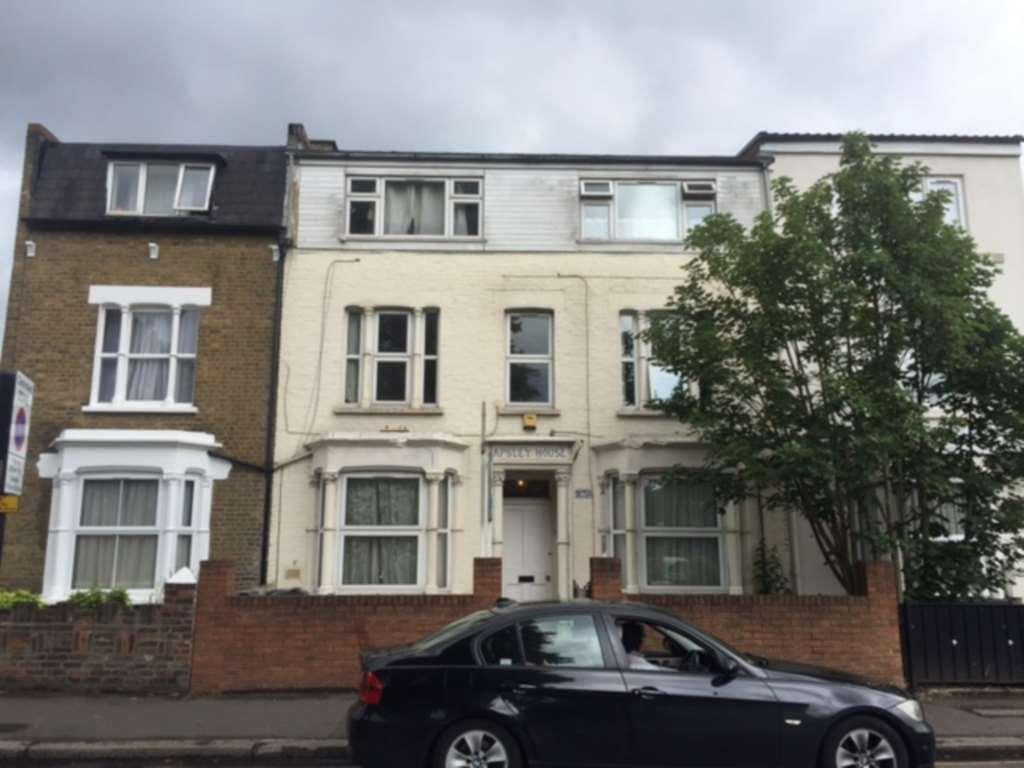Studio Flat for sale in HOUNSLOW - STUDIO- CASH BUYERS ONLY