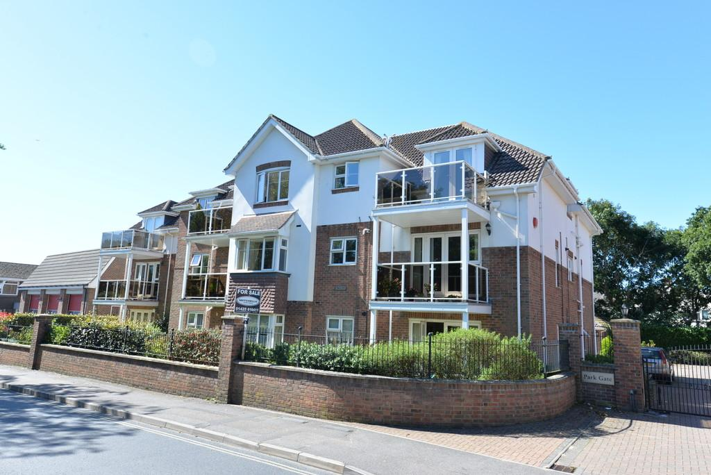 3 Bedrooms Apartment Flat for sale in Whitefield Road, New Milton