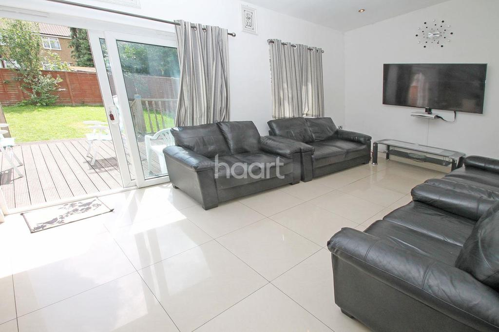 4 Bedrooms Semi Detached House for sale in Boundary Road