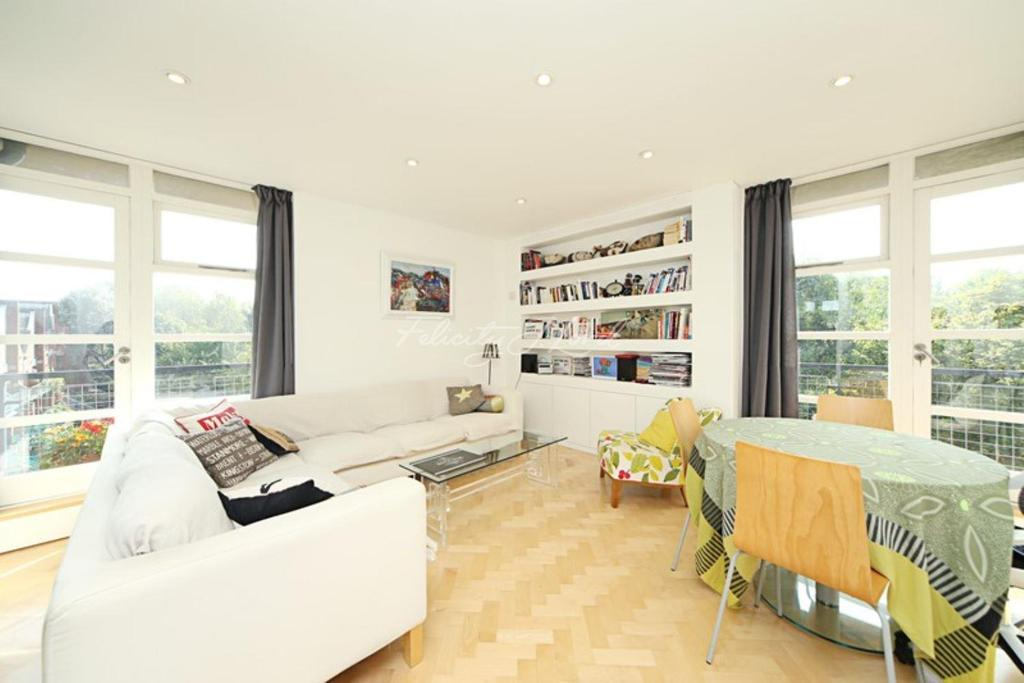 2 Bedrooms Flat for sale in Elephant Lane, SE16