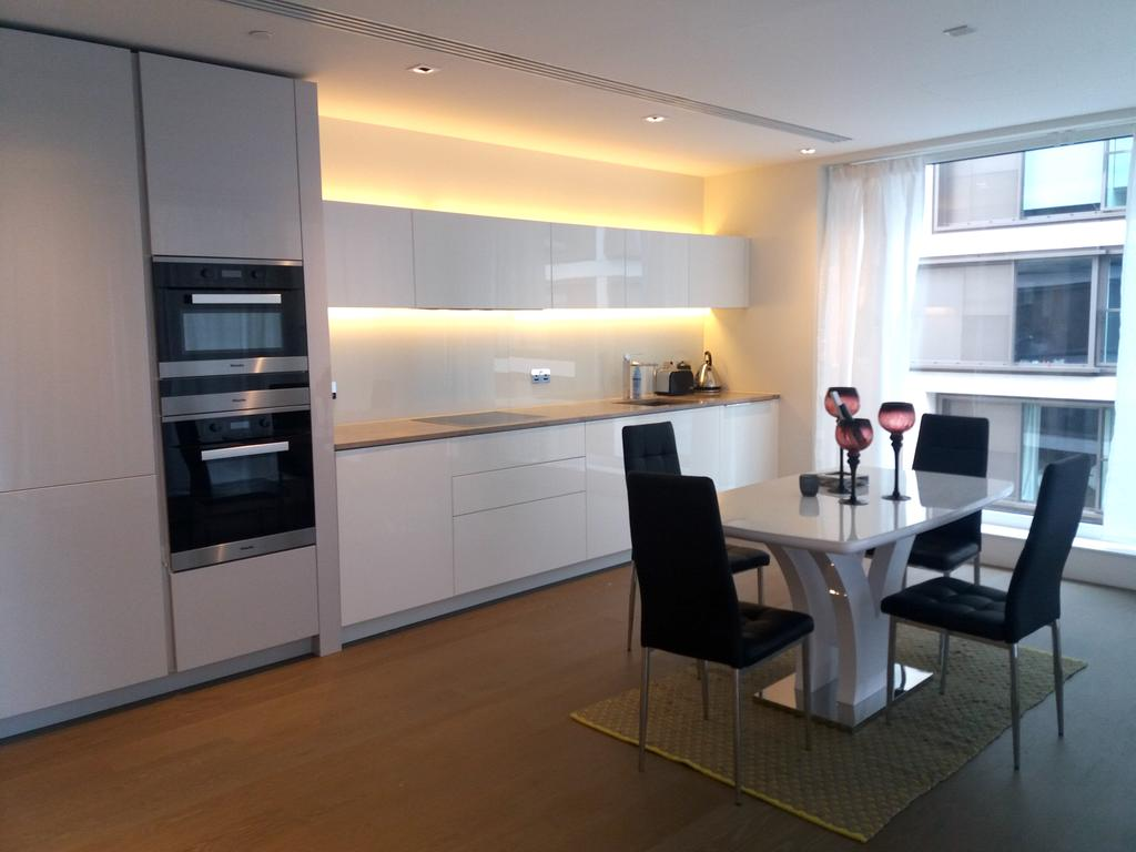 2 Bedrooms Apartment Flat for sale in 375 Kensington High Street, Lord Kensington House