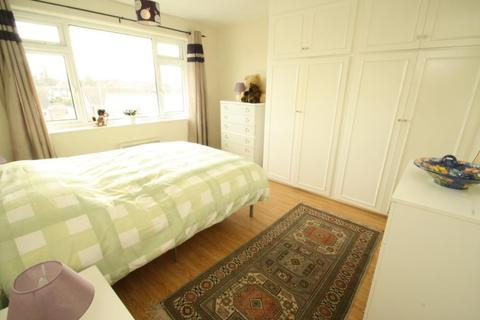 2 bedroom flat to rent - WOODLEA COURT, SHADWELL LANE, LS17 8BE