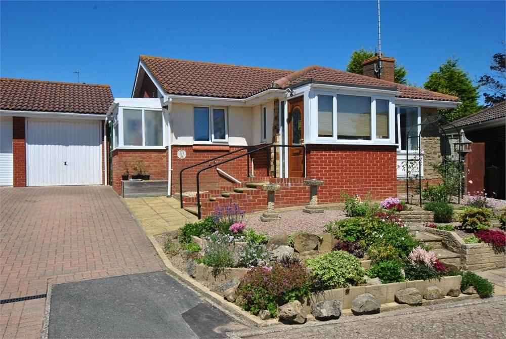 2 Bedrooms Detached Bungalow for sale in St Francis Chase, BEXHILL-ON-SEA, East Sussex